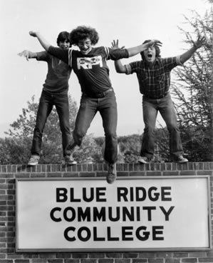 Students on BRCC sign - 1977