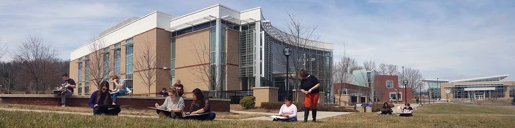 BRCC Campus: Spring Art Class Outside
